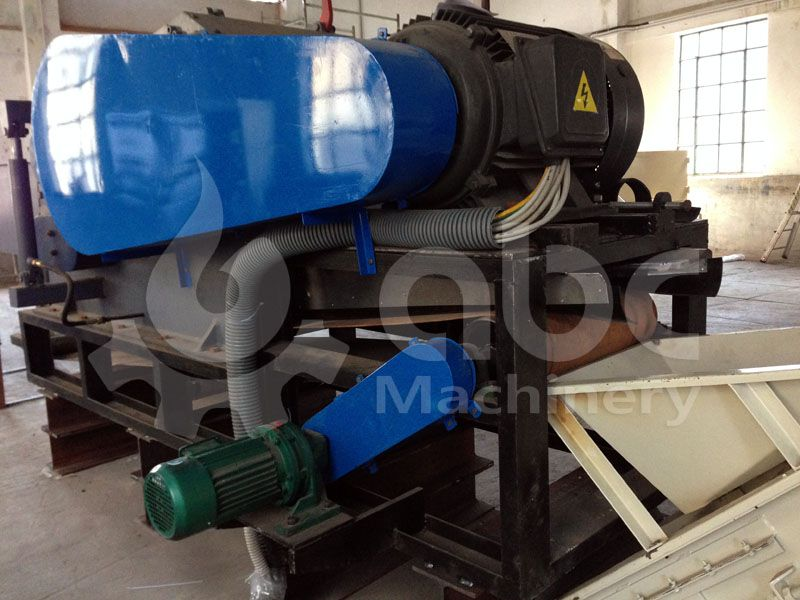 wood crushing / chipping machine for complete pelletizing line